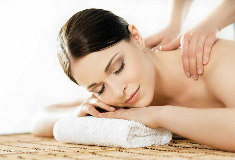 Deep tissue massage VIP Cosmetics Lounge Beauty Salon