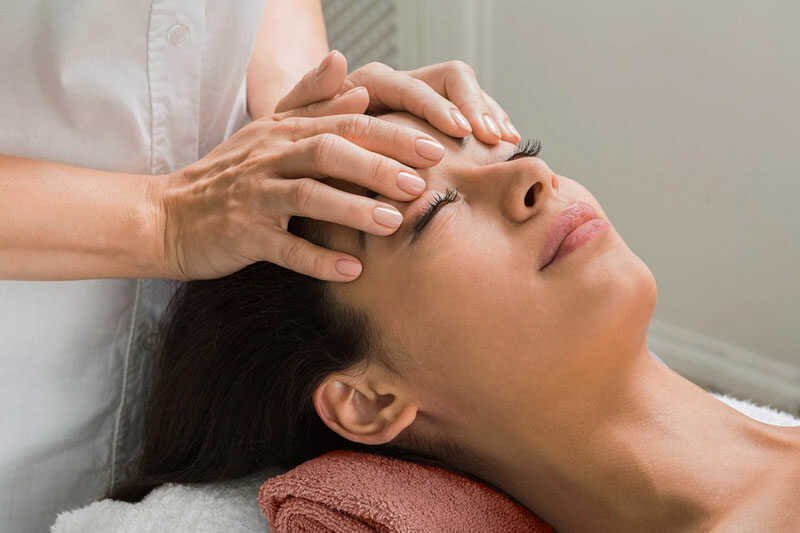 Relaxing Masseuse treatments with VIP Cosmetic Lounge Scalp Massage
